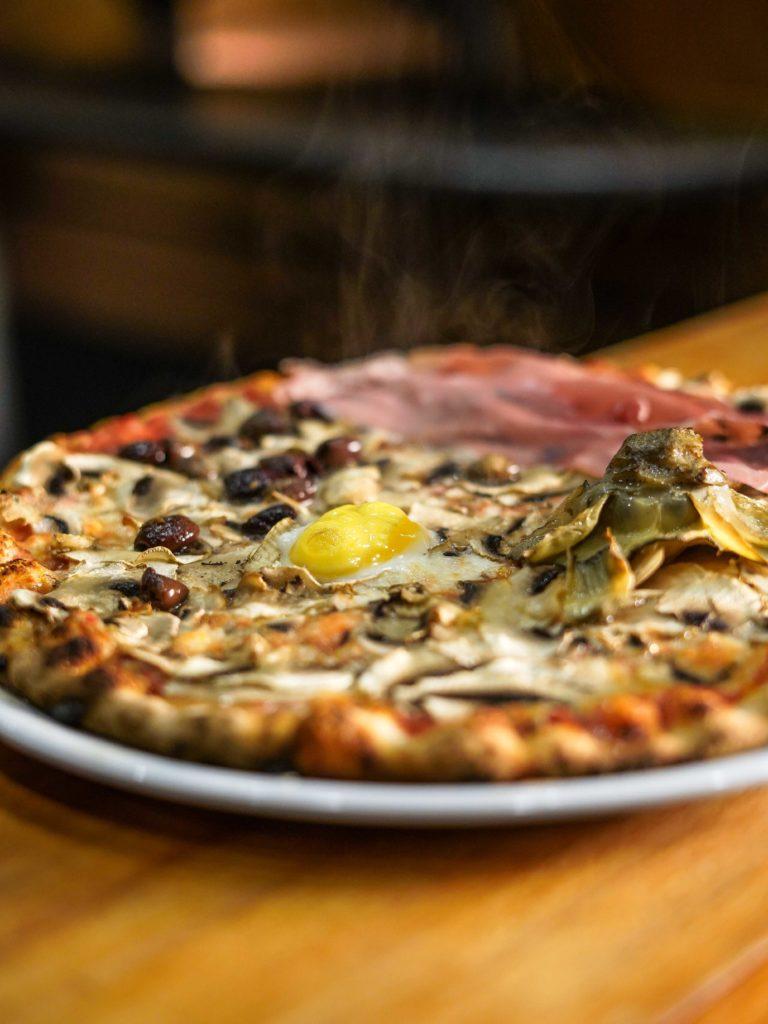 pizza-capricciosa-pizzeria-divina